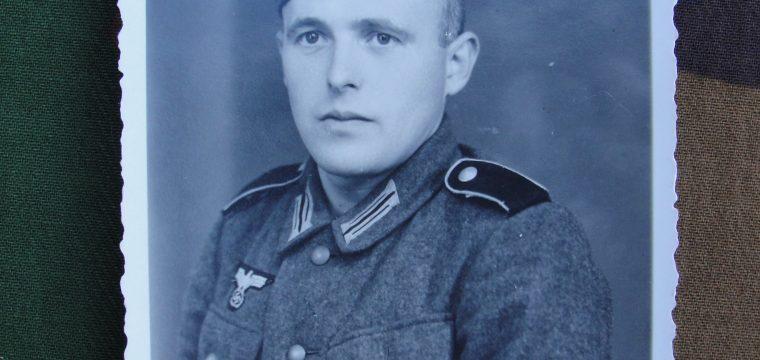 Fotokaart van Wehrmacht militair in uniform