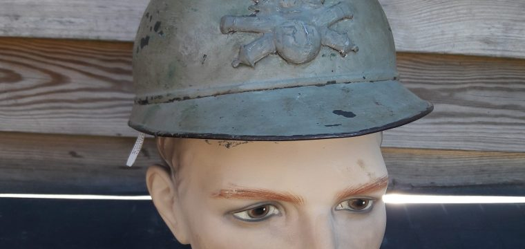 Franse M1915 WO1 helm ( Adrian with camo for artillery spotter/sniper helmet )