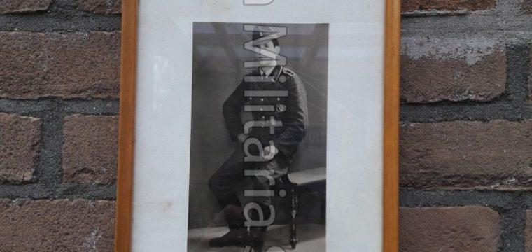 Ingelijste na oorlogse foto van ex wh militair