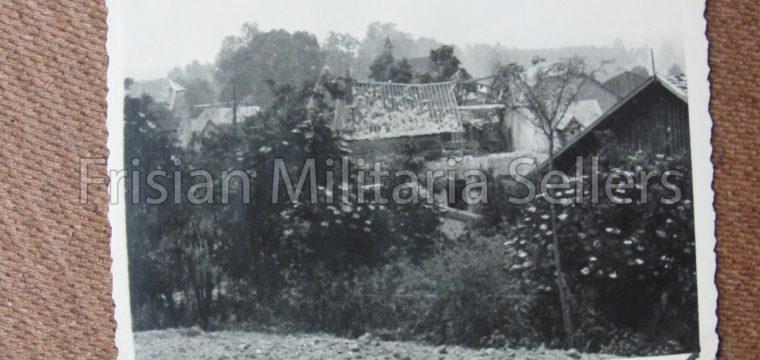 4 Kleinbeeld foto's van verwoeste huizen