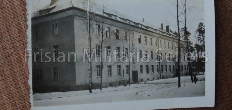 3 kleinbeeld foto 's van gebouwen
