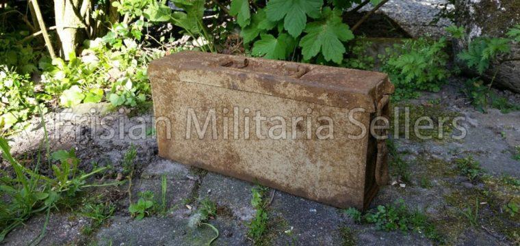 Wehrmacht MG34/42 Late war metal/yellow ammunition box ( barn find )